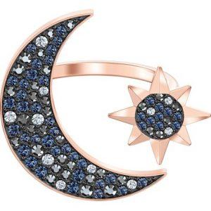 Anillo Swarovski, Symbolic Moon, elaborado con un baño de oro y cristal en pavé. Lubeljoyeria.com